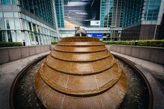 在台北101之外的喷泉,在信益中,台北,台湾 库存图片