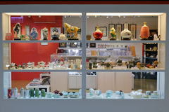 在台北101大厦的先进的teaset柜台 免版税库存照片
