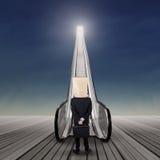 在台阶的匿名商人机会1 免版税库存照片