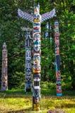 在史丹利公园,温哥华的本地产的图腾柱 库存照片