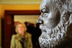 在史塔西博物馆(柏林)的卡尔・马克思胸象 免版税库存照片