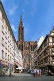在史特拉斯堡大教堂的看法从云香Merciere,法国 库存图片