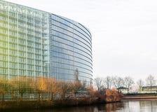 在史特拉斯堡玻璃门面的欧洲议会 库存图片