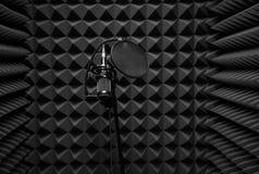 在合理的机器的话筒 记录的声音的屋子 库存照片