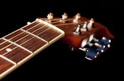 在吉他下fretboard的视图  免版税库存图片