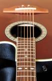 在吉他下fretboard的视图  免版税库存照片