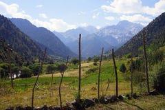 在吉尔吉斯阿塔岛国立公园,吉尔吉斯斯坦附近的山谷 免版税库存照片