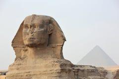 在吉萨棉和金字塔的狮身人面象 免版税库存照片