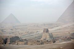 在吉萨棉和金字塔的狮身人面象 图库摄影
