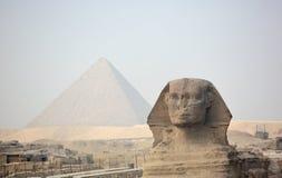 在吉萨棉和金字塔的狮身人面象 免版税库存图片
