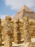 在吉萨棉金字塔的古老废墟  免版税库存图片