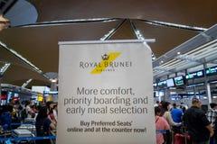 在吉隆坡国际机场的皇家文莱航空公司登记处柜台 免版税库存图片