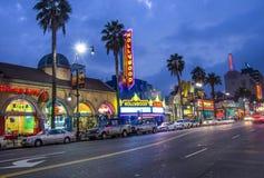 在名望步行的好莱坞标志  库存照片