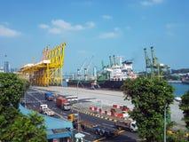 在后勤的进出口和的事务的集装箱船 免版税库存照片