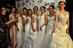 在后台模型的新娘礼服在大苹果计算机音乐期间授予2016音乐会 库存图片
