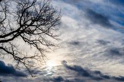 在后面光的云彩 图库摄影