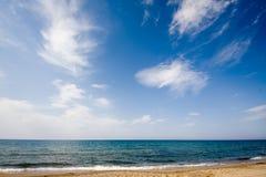 在含沙的海滩cloudscape 库存照片