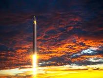 在启示天空背景的北朝鲜的弹道火箭队发射  免版税库存图片