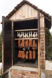 在吸烟房的生肉 免版税库存照片
