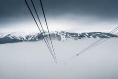 在吹口哨的尖峰对尖峰的缆车,加拿大 库存图片
