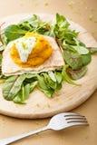 在吹面包的片断的南瓜和苹果纯汁浓汤 免版税库存图片