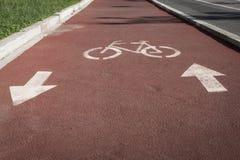 在周期道路的Bycicle标志 免版税库存图片