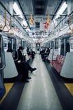 在周末期间,东京地铁 免版税库存图片