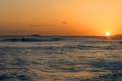 在和平的日落的夏威夷海洋 库存照片