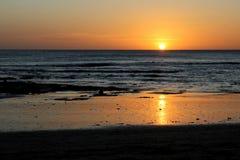 在和平的日落的海洋 免版税库存照片