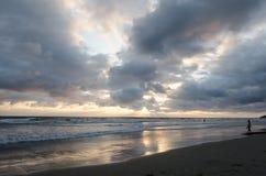 在和平的日落的海洋 库存图片
