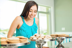 在咖啡店的买的曲奇饼 免版税图库摄影