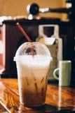 在咖啡店的被冰的咖啡 库存照片