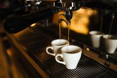 在咖啡机的两个浓咖啡杯子 库存图片