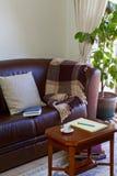 在咖啡桌和长沙发上的笔记本 免版税图库摄影
