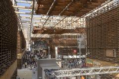 在咖啡群亭子, EXP中央大厅的阴影天花板  库存照片
