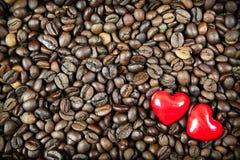 在咖啡背景的两心脏 免版税库存图片