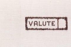 在咖啡豆做的长方形里面的词valute,被排列在右边 图库摄影
