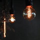 在咖啡馆的传统电灯泡 免版税库存照片