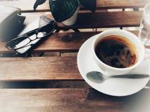 在咖啡馆的咖啡时间 免版税图库摄影