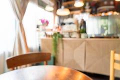 在咖啡馆的抽象迷离 免版税库存照片