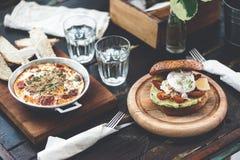 在咖啡馆的晚餐用健康食物 免版税图库摄影
