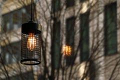 在咖啡馆的照明设备灯笼 库存照片