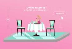 在咖啡馆的网上后备的桌 在餐馆预留的概念 在智能手机的平的餐馆桌 网上流动保留应用程序 皇族释放例证