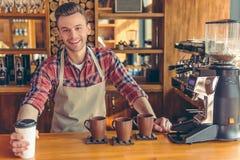 在咖啡馆的英俊的barista 库存照片