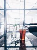 在咖啡馆的茶时间在我的家附近 库存照片