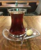 在咖啡馆的饮料茶 免版税库存图片