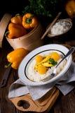 在咖喱奶油沙司的鸡 图库摄影