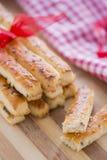在咸棍子上添面包用在新年和亚麻籽准备的芝麻 免版税库存图片