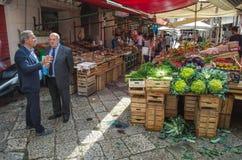 在品柱市场上和果子卖的菜在巴勒莫 免版税库存照片