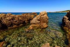 在品柱Pecora布杰鲁撒丁岛意大利欧洲的石海岸 免版税库存图片